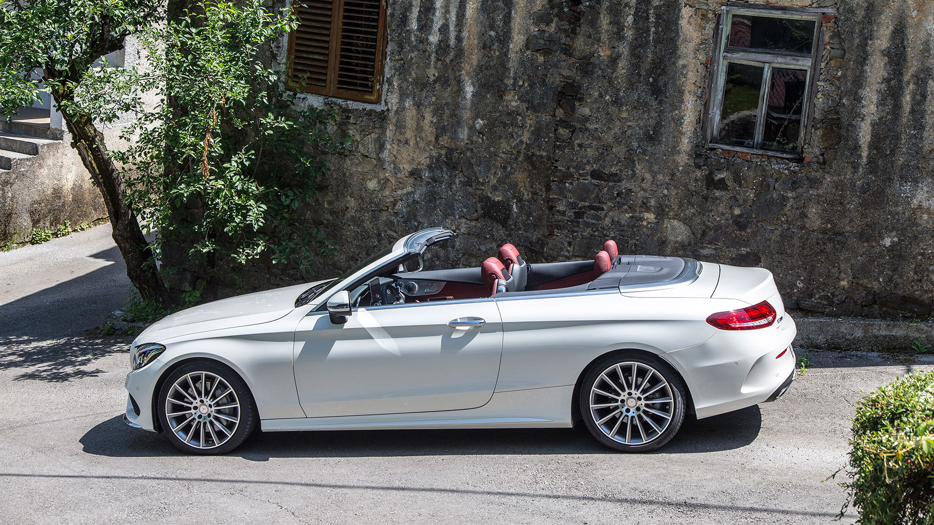 Mercedes c300 cabriolet and mercedes amg c63 s cabriolet for Mercedes benz 300 amg
