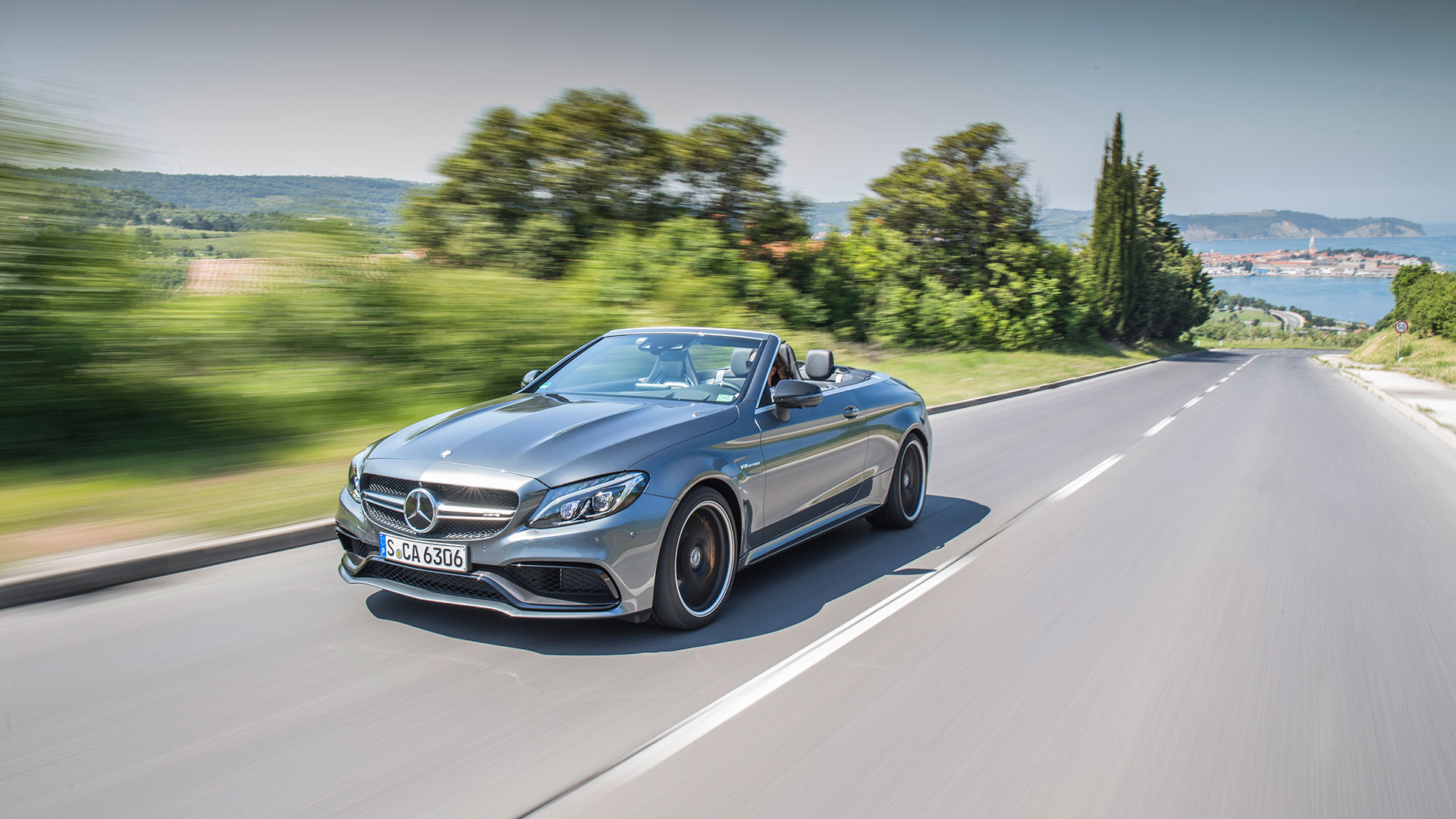 Mercedes c300 cabriolet and mercedes amg c63 s cabriolet for Barrier mercedes benz