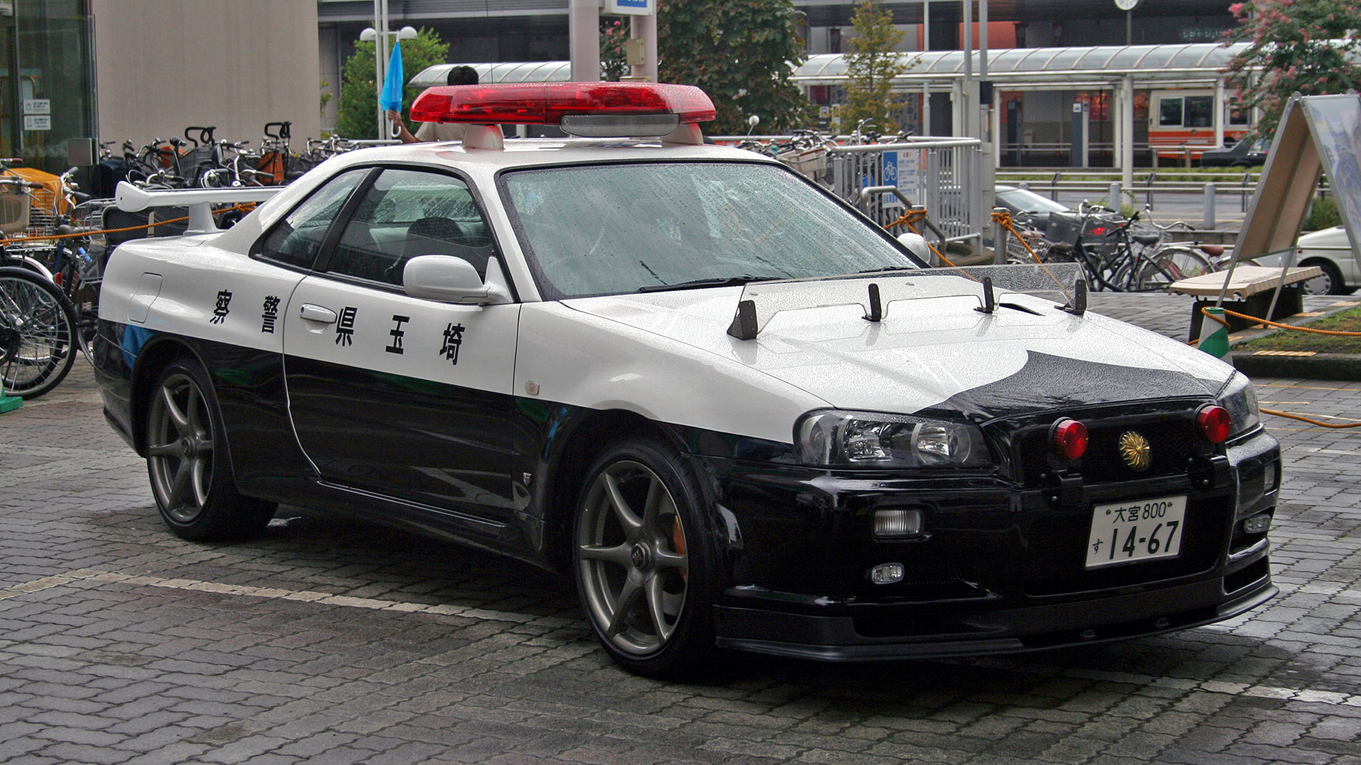 nissan skyline gt-r r34 police car caught in action in japan - the drive
